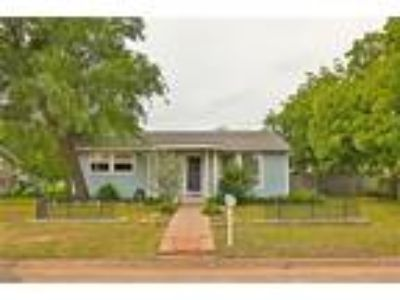 Abilene Real Estate Home for Sale. $80,000 2bd/One BA. - Charlie Thyne of