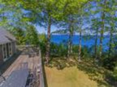 Cottage on Penobscot Bay