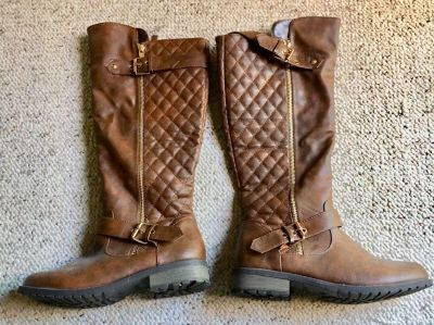 BARELY WORN!! Forever Mango-21 Women's Winkle Back Shaft Side Zip Knee High Flat Riding Boots Brown Size 7 1/2