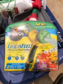 IN SP HILL Miracle Gro Plant & Garden Fertilizer Kit NIB