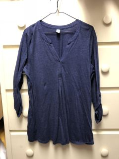 Old Navy blue heather shirt size XL - tag is maternity - I wore as big shirt with leggings $2