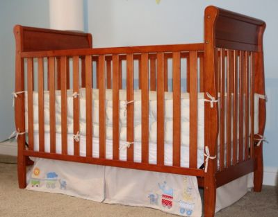 Graco Baby Crib, Mattress, Soft Bumper and Skirt