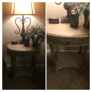 Adorable small table with drawer. Great for nightstand or side table. Distressed off white. Perfect Condition.