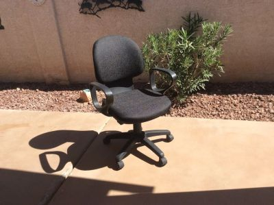 Office/desk chair on rolling casters. Pick up only