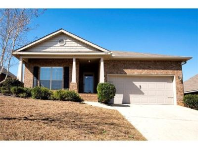 Contemporary Style Home with Walk In Closet in Briargrove, Mobile!