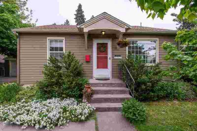 1517 S Bernard St SPOKANE Two BR, Darling Manito Park area home