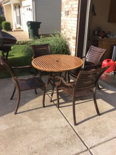 Table with 4 chairs(metal)