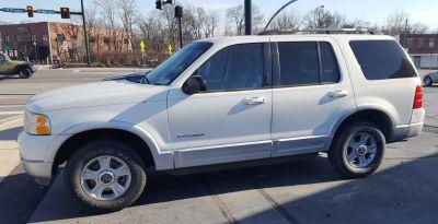 2002 Ford Explorer Limited (White)