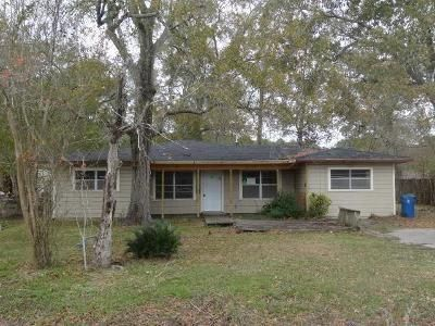 3 Bed 1 Bath Foreclosure Property in Dickinson, TX 77539 - Holly Dr