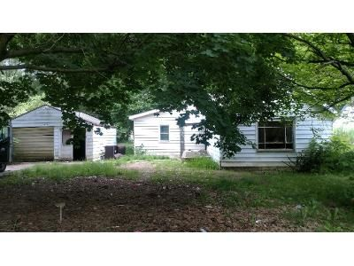 2 Bed 1 Bath Foreclosure Property in Kalamazoo, MI 49048 - Leigh Ave