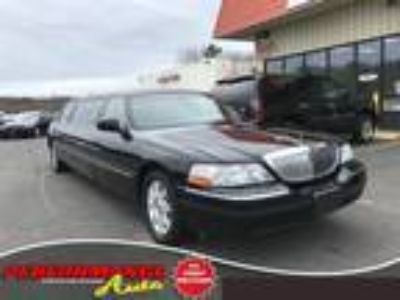 $7393.00 2007 Lincoln Town Car with 145455 miles!