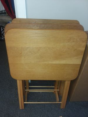 3 WOODEN TV TRAY TABLES W/STAND