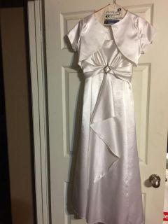 Communion or flower girl dress. $20. Fits for second or third grader