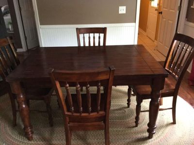 Kitchen table and 6 chairs!