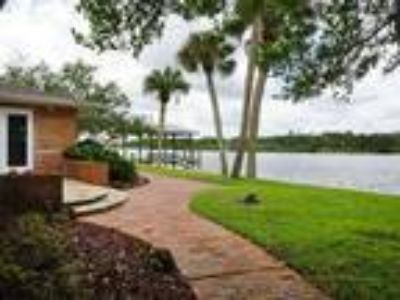 Spectacular Waterfront with Panoramic Views!!