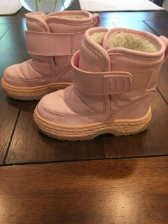 Pink snow boots-size 6 toddler