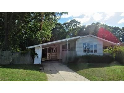 3 Bed 1 Bath Foreclosure Property in Selden, NY 11784 - Alma Ave