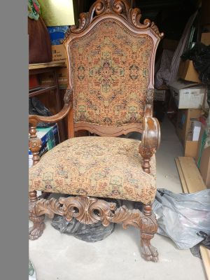 Antiques chair