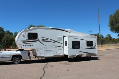 2011 Rockwood Signature Ultra lite 5th wheel