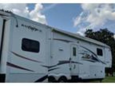 2010 Heartland RV Bighorn 5th Wheel in Lenoir City, TN