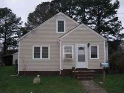 4 Bed 1 Bath Foreclosure Property in Lawrenceville, VA 23868 - South St
