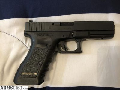 For Sale: Glock 17 w/ (2) 10 round clips Like New