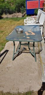 Glass patio table ***no holds***