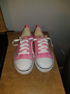 EUC Size 3 Girls pink shoes