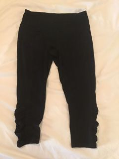 EUC Tek Gear Black shape wear MP Capri tight fit