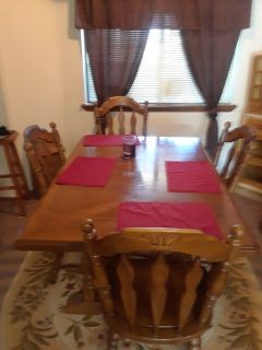 Dining table wood seats six has leaf