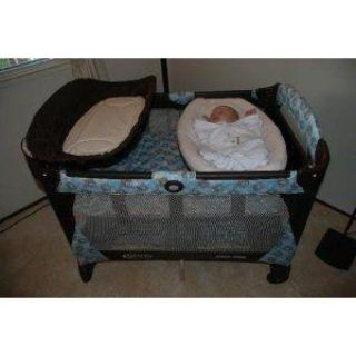 Graco Melbourne Pack N Play with Newborn Napper/Bassinet and soother