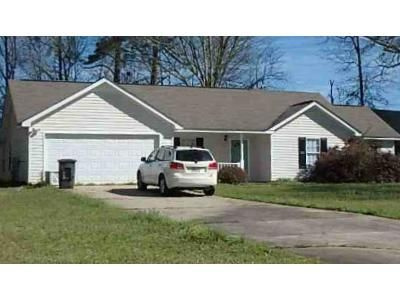 3 Bed 2 Bath Foreclosure Property in Barnesville, GA 30204 - Carriage Trce