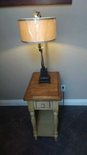 Like new quality side table & Lamp.