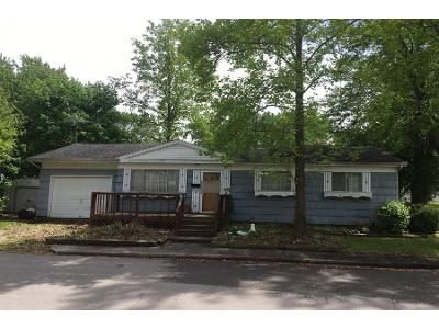 3 Bed 1.5 Bath Preforeclosure Property in Bluffton, IN 46714 - W Townley St