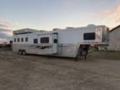 2008 Bloomer 4 horse 18ft short wall w/ slide out 4 horses