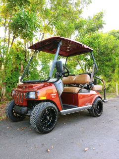 2010 Street Legal Tomberlin E-Merge Classic 48 V 4 Passenger Golf Cart