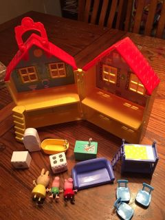Peppa pig house with 3 characters