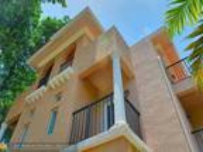 Florida-large townhouse with open floor plan !