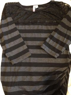 XL maternity shirt with lace top EUC