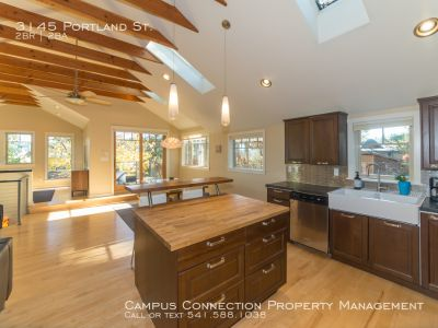 FULLY FURNISHED, beautiful South Eugene home - available now!