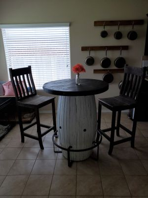 Barrell Table and Chairs