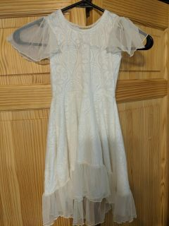 EXCELLENT condition little girl's dress white/ivory flutter sleeve sz 5 but runs small
