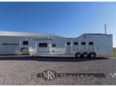4 Horse 15 4 Living Quarters Trailer with Slide OutTwister
