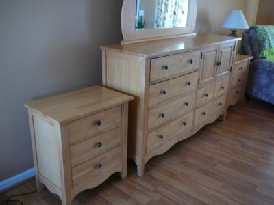 Dresser with mirror and nightstand set