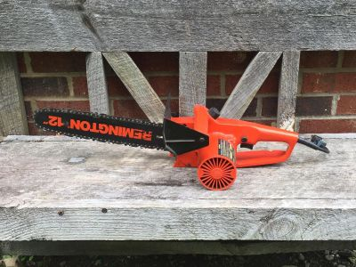 Small Chainsaw, works great **READ PICK-UP DETAILS BELOW