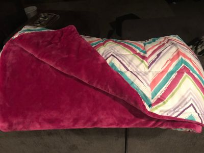Full-size reversible comforter and two sets of sheets