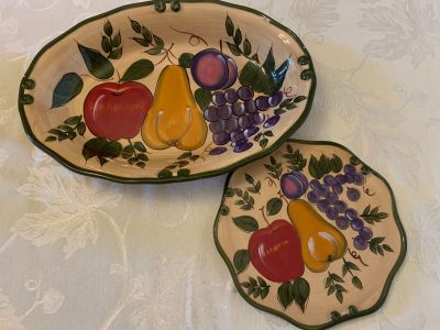 Decorative serving bowl and trivet