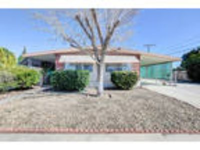 109 North Palomar Avenue