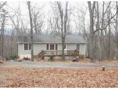 3 Bed 2 Bath Foreclosure Property in Berkeley Springs, WV 25411 - Givens Ln