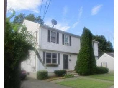 2 Bed 1.5 Bath Foreclosure Property in Haverhill, MA 01830 - Groveland St